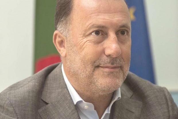 """Photo of سليم عثماني: """"النظام الجزائري يستخدم العملة الصعبة للبقاء في السلطة"""""""