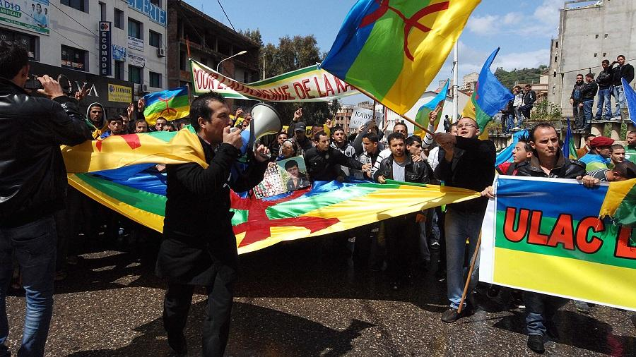 Photo of المجتمع المدني في منطقة القبائل يرفض فرحات مهني