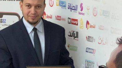 Photo of الإعلامي عبد الرؤوف حموش يتوج بجائزة أحسن مكلف بالإعلام في الجزائر لعام 2018